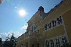 Ferienhort Hauptgebäude in der Sonne
