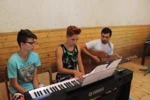 Musizieren im Ferienhort Eishaus