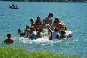 Ferienlager Gemeinschaft & Spaß beim Schwimmen im See