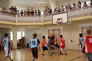 Sport im Ferien-Camp: Basketball im Ferienhort am Wolfgangsee