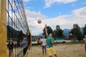 Sport wie Beachvolleyball wird im Ferienhort groß geschrieben - Classic-Camp 2017