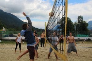 Beachvolleyball spielen im Ferienhort Allround-Camp 2016